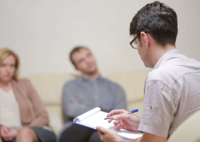 male-psychologist-helping-worried-young-couple-family-therapy-angry-people_hgsw0pd-l_thumbnail-full01